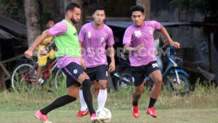 Kabar tak sedap datang dari klub Liga 2, PSIM Yogyakarta di mana mereka disebut menunggak gaji para pemain seperti Junius Bate. - INDOSPORT
