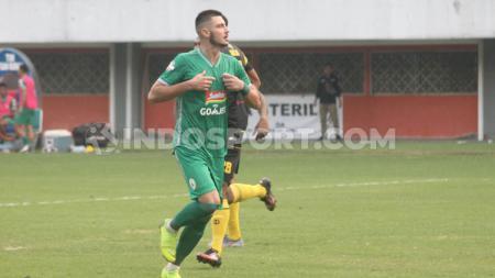 Striker PSS Sleman, Yevhen Bokhashvili berselebrasi usai mencetak gol ke gawang Barito Putera. - INDOSPORT