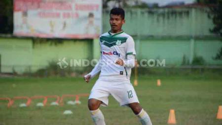 Salah satu bintang Liga 2, Ilham Fathoni, berniat untuk melelang jersey PSMS Medan miliknya dengan alasan yang tentunya menyentuh hati para pecinta sepak bola Indonesia. - INDOSPORT