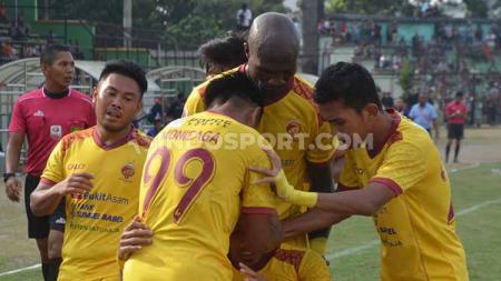 Sriwijaya FC saat melakukan selebrasi Blitar Bandung United di Stadion Siliwangi, Senin (5/8/19). - INDOSPORT