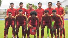 Indosport - Meski diwarnai insiden benturan Fajar Faturrahman, Timnas Indonesia U-18 berhasil meraih gelar juara ketiga Piala AFF U-18 2019 setelah mengalahkan Myanmar.