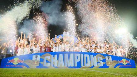 Kemeriahan seremoni juara PSM Makassar usai menekuk Persija Jakarta. - INDOSPORT