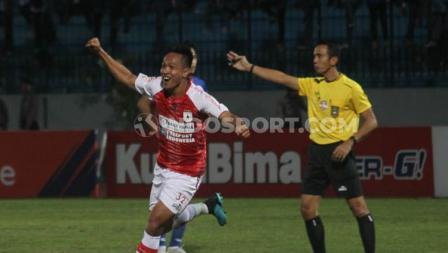 Selebarsi gol gelandang Persipura Jayapura Muhammad Tahir ke gawang PSIS Semarang, Selasa (06/08/19).