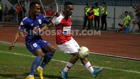 Bek PSIS Semarang, Safrudin Tahar berusaha menjegal pergerakan Titus Bonai