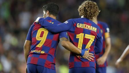 Antoine Griezmann (kanan) tetap akan menggunakan nomor 17 di Barcelona hingga akhir musim. VI Images via Getty Images. - INDOSPORT