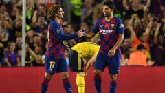 Indosport - Luis Suarez (kanan) mendapat pujian setinggi langit dari Sergio Busquets setelah mencetak dua gol ketika Barcelona menang telak atas Valencia, Minggu (15/09/19) dini hari WIB.