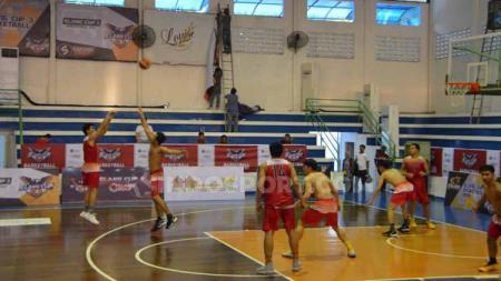 Pandemi virus corona di dunia yang belum berakhir secara tidak langsung menggangu persiapan Timnas Basket Indonesia untuk kualifikasi FIBA Asia Cup 2021. - INDOSPORT