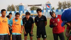 Indosport - Persela Lamongan berkesempatan merekrut Kelana Noah Mahessa (18) dan Luah Fynn Jeremy Mahessa (17).