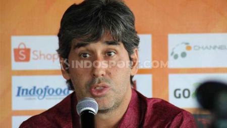 Pelatih Bali United, Stefano Cugurra Teco. - INDOSPORT