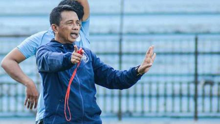 Mantan pelatih PSIS Semarang, Jafri Sastra. - INDOSPORT