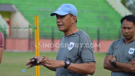 Widyantoro saat memimpin PSIS Semarang sepeninggal Jafri Sastra. - INDOSPORT