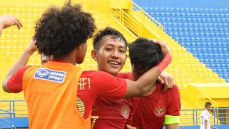 Selebrasi penggawa Timnas Indonesia U-18 usai membantai Timor Leste dengan skor 4-0. - INDOSPORT