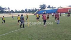 Indosport - Para Pemain klub Liga 1 2019, PSIS Semarang Saat Latihan di Stadion Gemilang, Magelang.