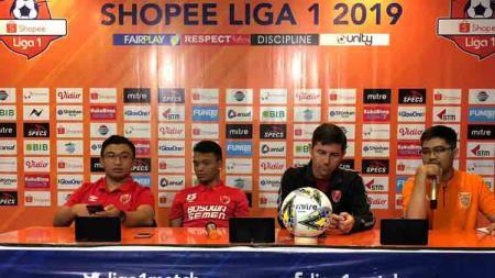 Pre Match Press Conference PSM Makassar sebelum melawan Borneo FC dalam lanjutan pekan ke-13 Shopee Liga 1 2019 dihadiri pelatih Darije Kalezic dan pemain Ferdinand Sinaga. - INDOSPORT