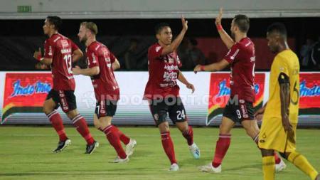 Aksi selebrasi pemain Bali United melawan Semen Padang. - INDOSPORT