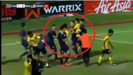 Pemain Thailand dan Malaysia terlibat kericuhan di final Piala AFF U-15 2019. - INDOSPORT