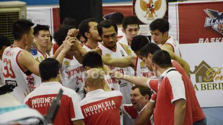 Indonesia Selection saat bersua tim Malaysia, Red Baron di game ketiga grup A Elang Cup Basketball Tournament di GOR Angkasa Lanud, Medan, Jumat (9/8/2019) malam. - INDOSPORT