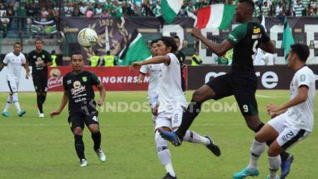Laga antara Persebaya vs Madura United di babak 8 besar Piala Indonesia 2019. - INDOSPORT