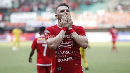 Marko Simic melakukan selebrasi usai cetak gol ke gawang Bhayangkara FC di Stadion Patriot. - INDOSPORT