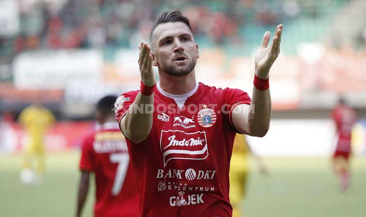 Marko Simic melakukan selebrasi usai cetak gol ke gawang Bhayangkara FC di Stadion Patriot. Copyright: Herry Ibrahim/INDOSPORT