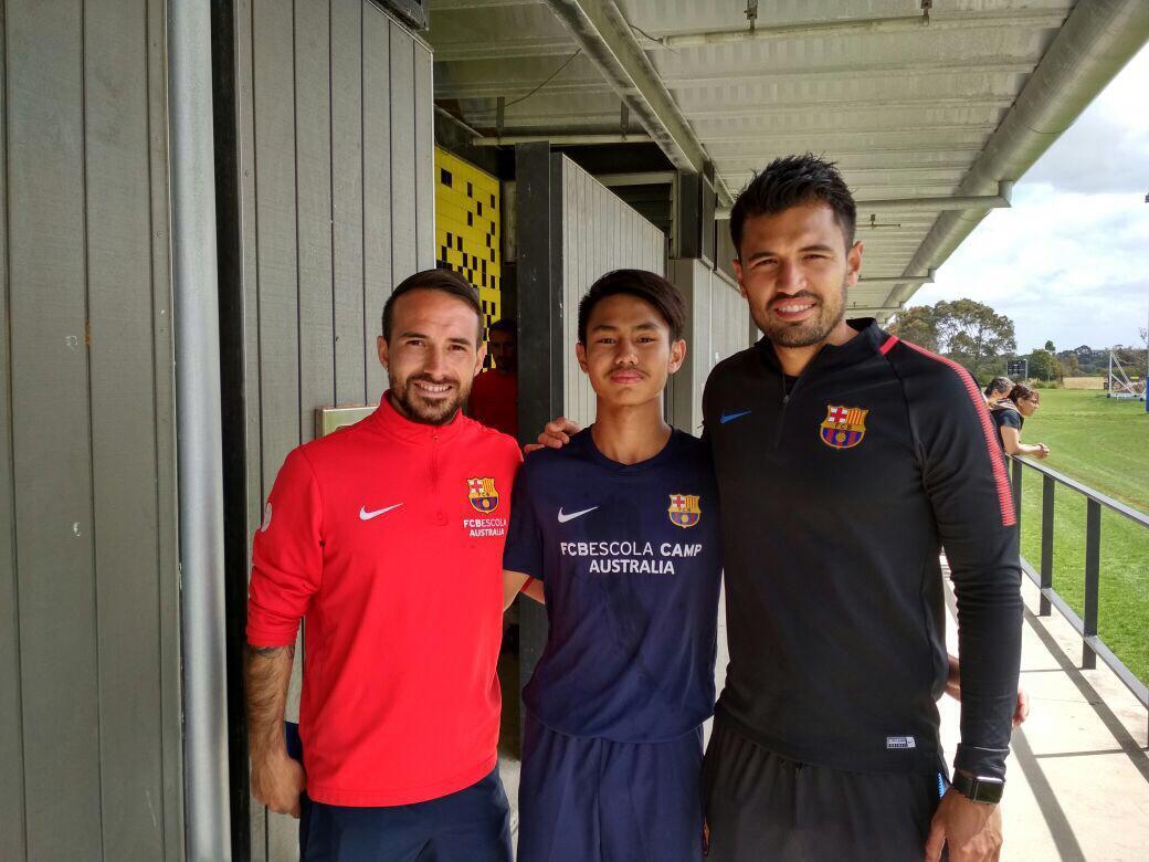 Emir Eranoto bersama pelatih Barcelona. Copyright: Dokumen pribadi Emir Eranoto
