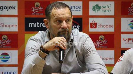 Pelatih PSS Sleman, Dejan Antonic, dalam konfrensi pers usai laga Liga 1, Sabtu (10/8/19). - INDOSPORT