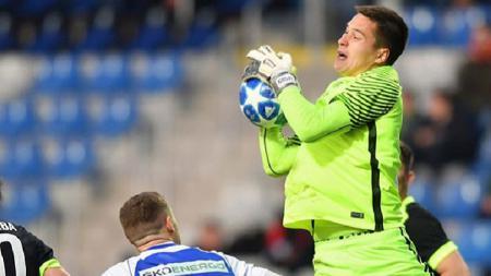 Penjaga gawang Slovan Liberec, Filip Nguyen, dikabarkan sebentar lagi akan resmi menyandang status sebagai warga negara Vietnam. - INDOSPORT