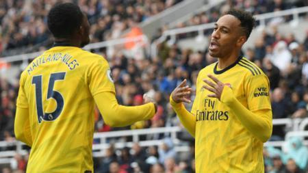 Pierre-Emerick Aubameyang (kanan) membala sindiran ke petinggi Borussia Dortmund lewat media sosial pribadinya - INDOSPORT