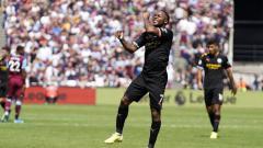Indosport - Pemain Manchster City Raheem Sterling di laga kontra Westham, Sabtu (10/08/19)