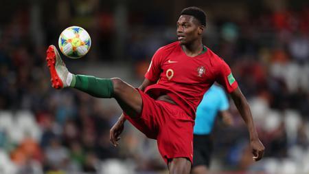 Rafael Leao alias si Mbappe Portugal ditawarkan ke dua klub lantaran nasibnya yang tak jelas di raksasa Serie A Liga Italia, AC Milan. - INDOSPORT