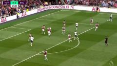 Indosport - Ucapan Dirgahayu Indonesia ke-74 warnai laga Tottenham vs Aston Villa.