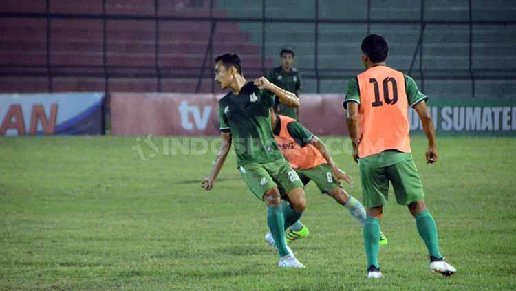 Skuat PSMS Medan berlatih di Stadion Teladan, Medan, Minggu (11/08/2019) malam. Foto: Aldi Aulia Anwar/INDOSPORT Copyright: Aldi Aulia Anwar/INDOSPORT