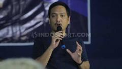 Indosport - CEO PSIS Semarang, Yoyok Sukawi, memberikan keterangan pers menjelang laga Liga 2019. Foto: Alvin/INDOSPORT