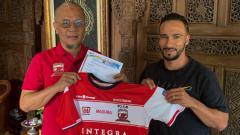 Indosport - Diego Assis resmi diperkenalkan sebagai pemain anyar Madura United