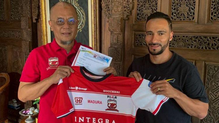 Diego Assis resmi diperkenalkan sebagai pemain anyar Madura United Copyright: twitter.com/MaduraUnited