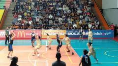 Indosport - Laga final kategori putri LIMA Basketball Nationals season 7 2019 antara Universitas Pelita Harapan (UPH) vs Universitas Esa Unggul (UEU) pada Senin, (12/08/19) di GOR Otista, Jakarta Timur.
