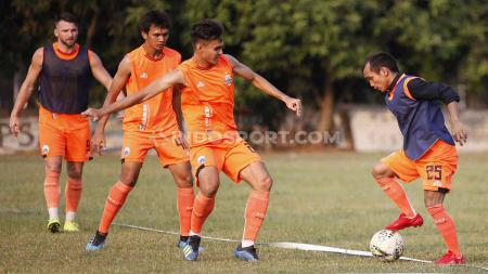 Latihan tim Persija Jakarta yang akan menghadapi Borneo FC. - INDOSPORT