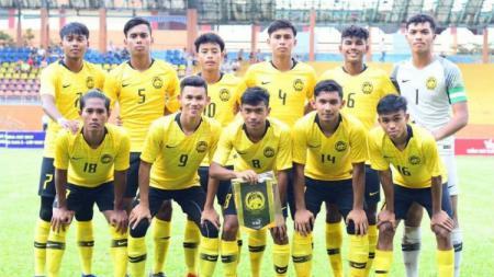 Skuat Malaysia U-18 saat melawan Australia di fase grup Piala AFF 2019, Selasa (13/8/19). - INDOSPORT
