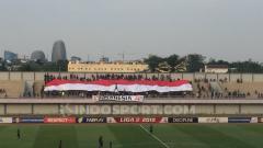 Indosport - Koreografi La Viola di laga Persita Tangerang vs Blitar Bandung United.