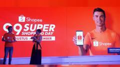 Indosport - Cristiano Ronaldo jadi brand ambassador Shopee.