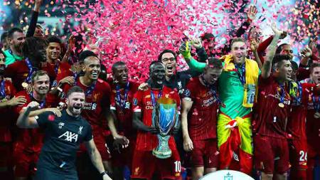 Kegembiraan Liverpool melakukan selebrasi juara Piala Super Eropa setelah menaklukan Chelsea adu penalti. Kamis, (15/08/19) Istanbul, Turkey. Chris Brunskill/Fantasista/Getty Images - INDOSPORT