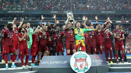 Kegirangan para pemain Liverpool merayakan keberhasilan sebagai juara Piala Super musim ini Kamis, (15/08/19) Istanbul, Turkey. Metin Pala/Anadolu Agency via Getty Images - INDOSPORT
