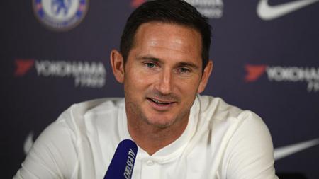 Frank Lampard harus menahan kekecewaan setelah Chelsea dikalahkan Leicester City di Liga Inggris. - INDOSPORT