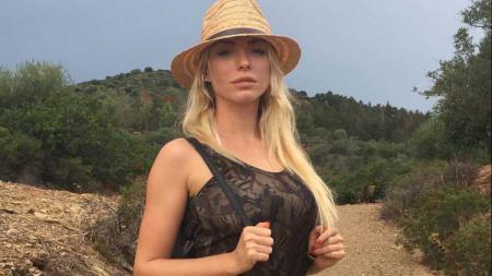 Nadia Foster, model seksi yang meminta agar Mauro Icardi bertahan di Inter Milan - INDOSPORT