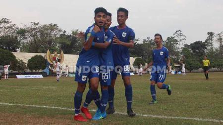 Para pemain PSIS U-20 saat merayakan golnya ke gawang Barito Putera U-20 pada pekan pertama kompetisi Elite Pro Academy. - INDOSPORT