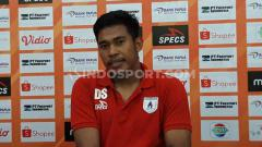 Indosport - Kiper klub Liga 1 Persipura Jayapura, Dede Sulaiman mengaku sempat memiliki tantangan berat ketika menjalani ibadah puasa bulan Ramadan selama sebulan penuh.