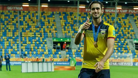 Real Madrid ikut bersaing dengan AC Milan dan Inter Milan dalam perburuan bintang muda Ekuador, Leonardo Campana. - INDOSPORT