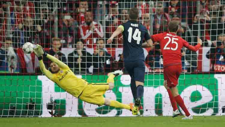 Kiper Atletico Madrid, Jan Oblak saat menepis tendangan penalti. Copyright: sport360