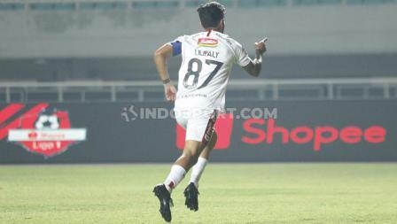 Stefano Lilipaly berselebrasi usai mencetak gol untuk Bali United ke gawang Tira-Persikabo, Kamis (15/08/2019).