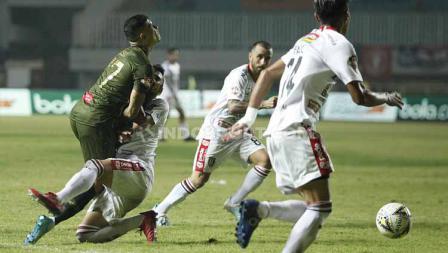 Benturan keras yang terjadi antara pemain Tira-Persikabo dan Bali United, Kamis (15/08/2019).